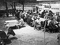 Aranypart a Mosoni-Dunánál. A Győri Automobil és Motor Club I. hivatalos túrájának osztrák vendégei ebédelnek. A felvétel 1935. május 11-én készült. Fortepan 10536.jpg