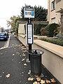 Arrêt de bus et poubelle à Villefranche.JPG