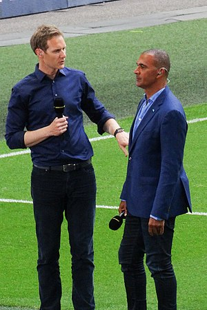 Dan Walker (broadcaster) - Walker (left), interviewing Ruud Gullit at the 2017 FA Cup Final