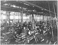 Ateliers de fabrication des obus, le tournage - Terni - Médiathèque de l'architecture et du patrimoine - AP62T104557.jpg