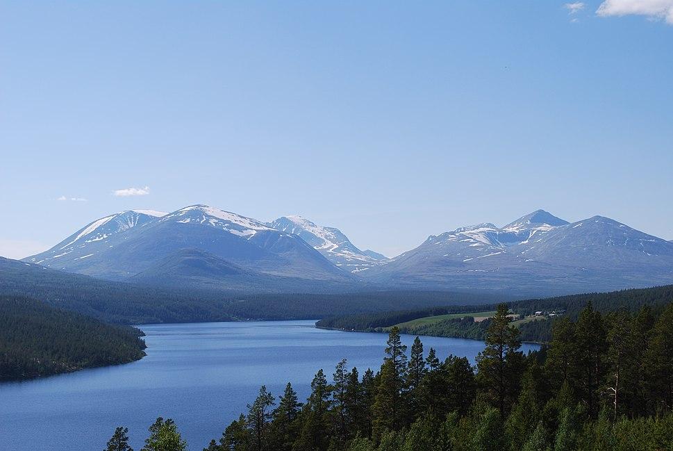 Atnsjøen and Rondane in June 2009
