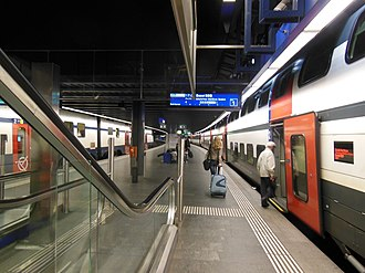 Zürich Airport railway station - Image: Bahnhof Zürich Flughafen 01