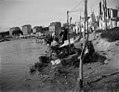 Baldomer Gili Roig. Las lavanderas del rio Manzanares (Madrid) , c. 1915.jpg