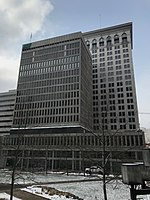 Bâtiment de la Baltimore Gas and Electric Company (1966; Fisher, Nes, Campbell and Associates, architectes), 110 W.Fayette Street, Baltimore, MD 21201 (32091529577) .jpg