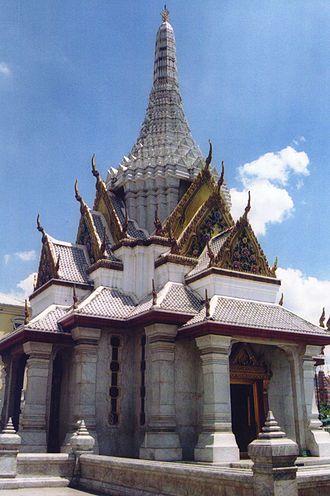 Phra Nakhon District - The city pillar shrine (หลักเมือง, Lak Mueang) marks the center of Bangkok