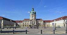 Schloss Charlottenburg, Ansicht der Stadtfassade (Quelle: Wikimedia)