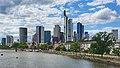 Blick auf den Main und die Frankfurter Wolkenkratzer.jpg