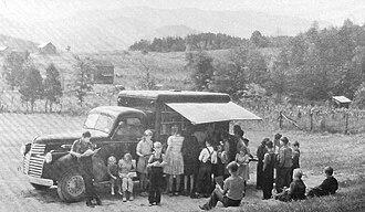 Bookmobile - Blount-county-book-mobile-1943-tn1