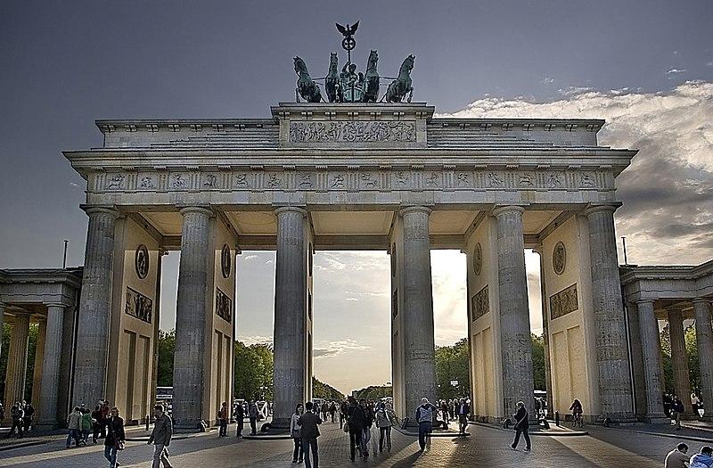 File:Brandenburger Tor DRI filtered.jpg