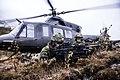 Brigadens soldater samvirker med helikopter fra Luftforsvaret.jpg
