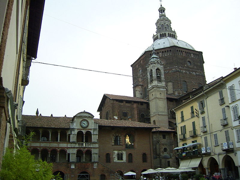 Broletto&Duomo-Pavia-Italy.jpg