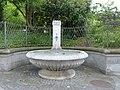 Brunnen Neumark Ecke Hirschengraben.jpg