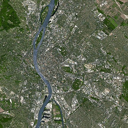 Satellite imagery illustrating the core of the Budapest metropolitan area Budapest SPOT 1022.jpg