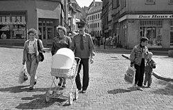 Bundesarchiv B 145 Bild-F089039-0011, Naumburg, russische Familie.jpg