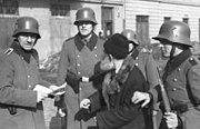 Bundesarchiv Bild 101I-030-0780-28, Krakau, Razzia von deutscher Ordnungspolizei