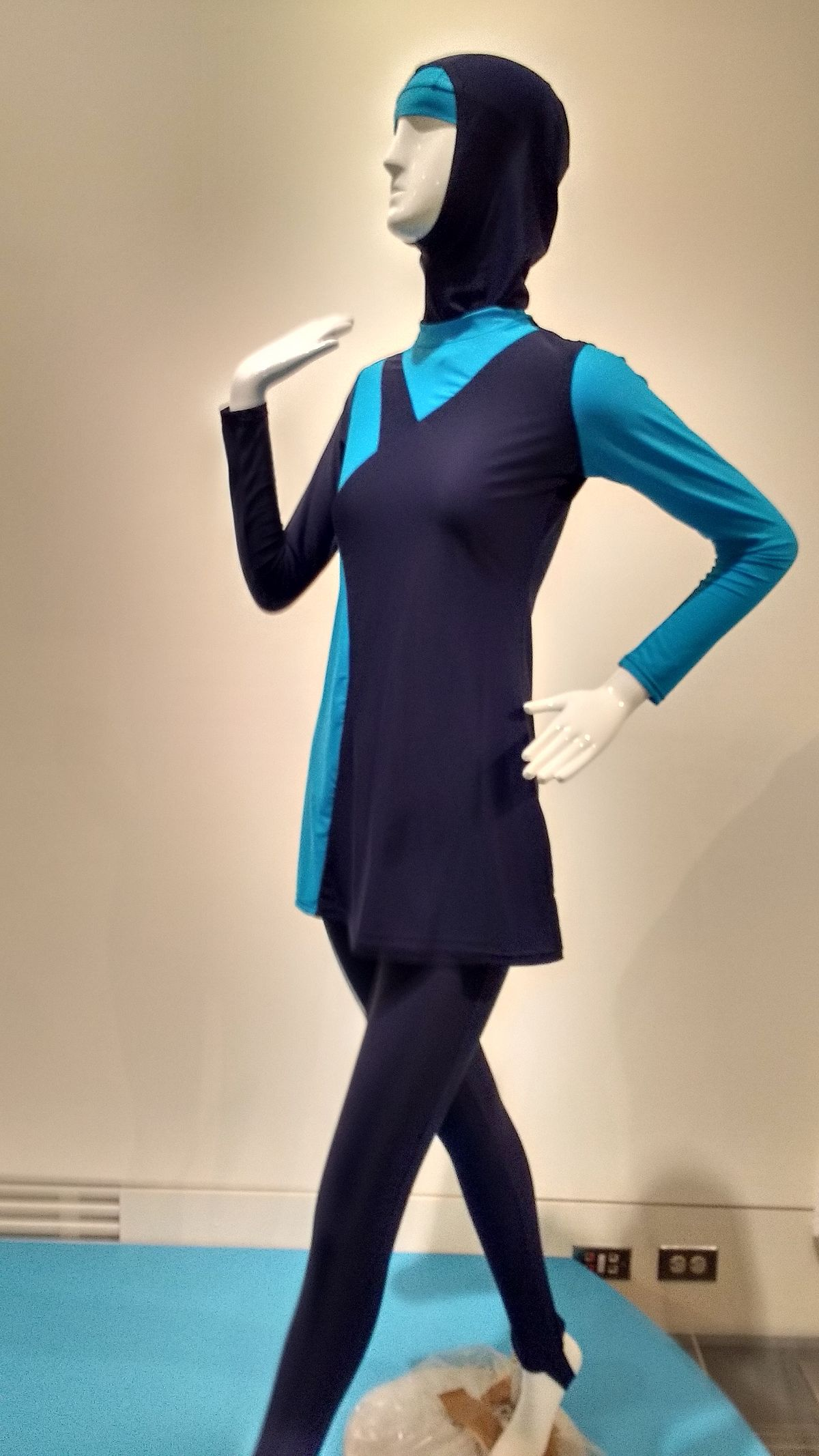 Burkini modesty swimsuit PROP 178 MG 2016 01.jpg