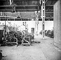 COLLECTIE TROPENMUSEUM Bontweverij scheerderij Garoet TMnr 10014366.jpg
