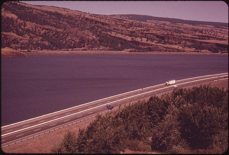 File:COLUMBIA RIVER GORGE BETWEEN THE DALLES AND THE HOOD RIVER - NARA - 548144.jpg