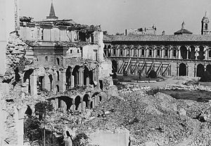 Policlinico of Milan - Policlinico's courtyard, now seat of the University of Milan, after the bombing of 1943.