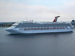 Carnival Conquest vor Grand Cayman