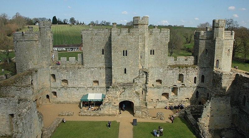 Ficheiro:Castell de Bodiam - Interior.JPG