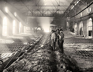 Pig iron - Casting pig iron, Iroquois smelter, Chicago, between 1890 and 1901.