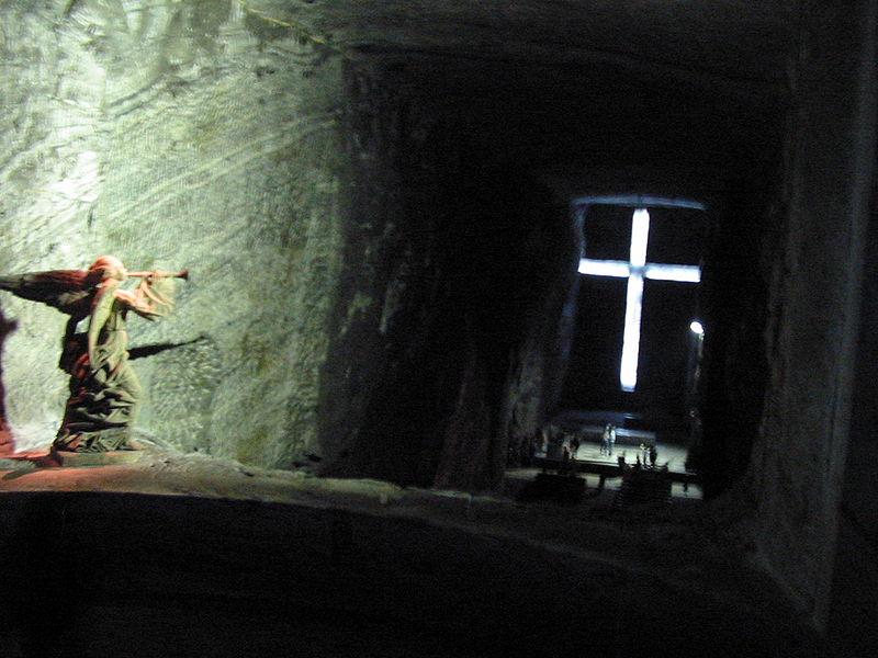 Ficheiro:Catedral de sal nave ppal.JPG