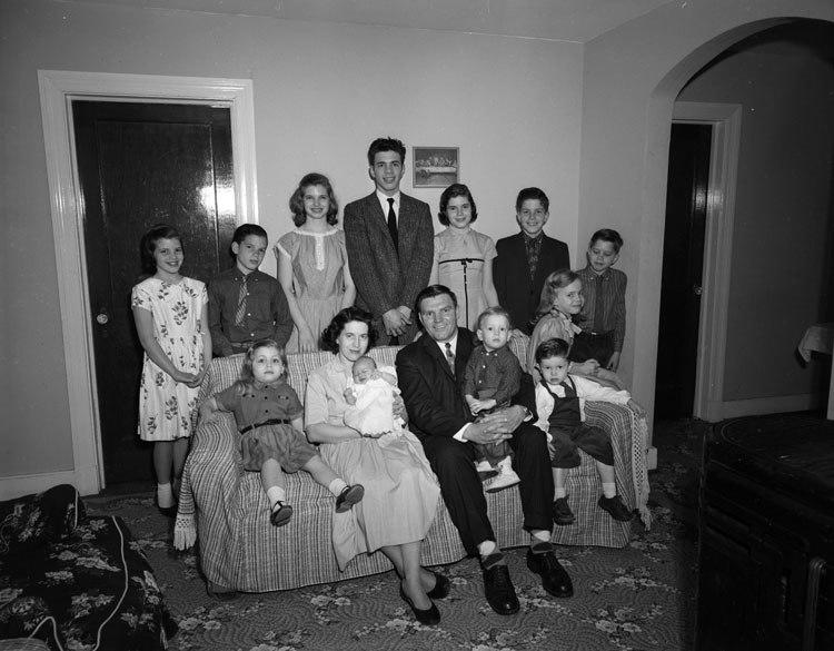 Catholic Virginian, family group (2899336590)
