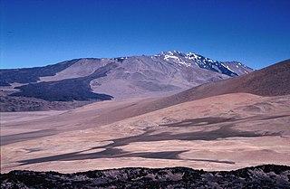 Cerro El Cóndor stratovolcano