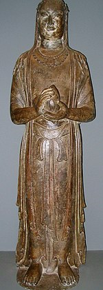 Esta estatua de un bodhisattva, hecha en caliza, fue probablemente esculpida en Henan alrededor de 570, durante la dinastía Qi Septentrional.