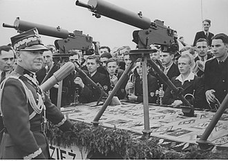 Ckm wz. 30 - Ckm wz.30 on wz.34 tripods presented to Marshal Rydz-Śmigły