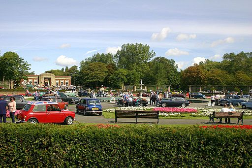 Classic Car Show & Dog Walk 24-08-2014 (14832774460)