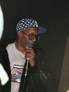 Coke La Rock tritt mit DJ Kool Herc bei einer Veranstaltung am 28. Februar 2009 in der Bronx auf.