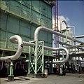 Collectie Nationaal Museum van Wereldculturen TM-20029599 Chemische industrie Aruba Boy Lawson (Fotograaf).jpg