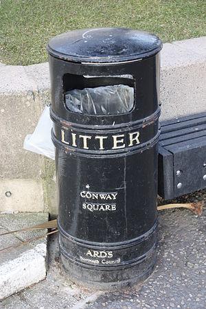 English: Litter bin in Conway Square, Newtowna...
