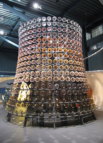 Corning Museum of Glass - Tower sculpture consisting of 600 glass bowls