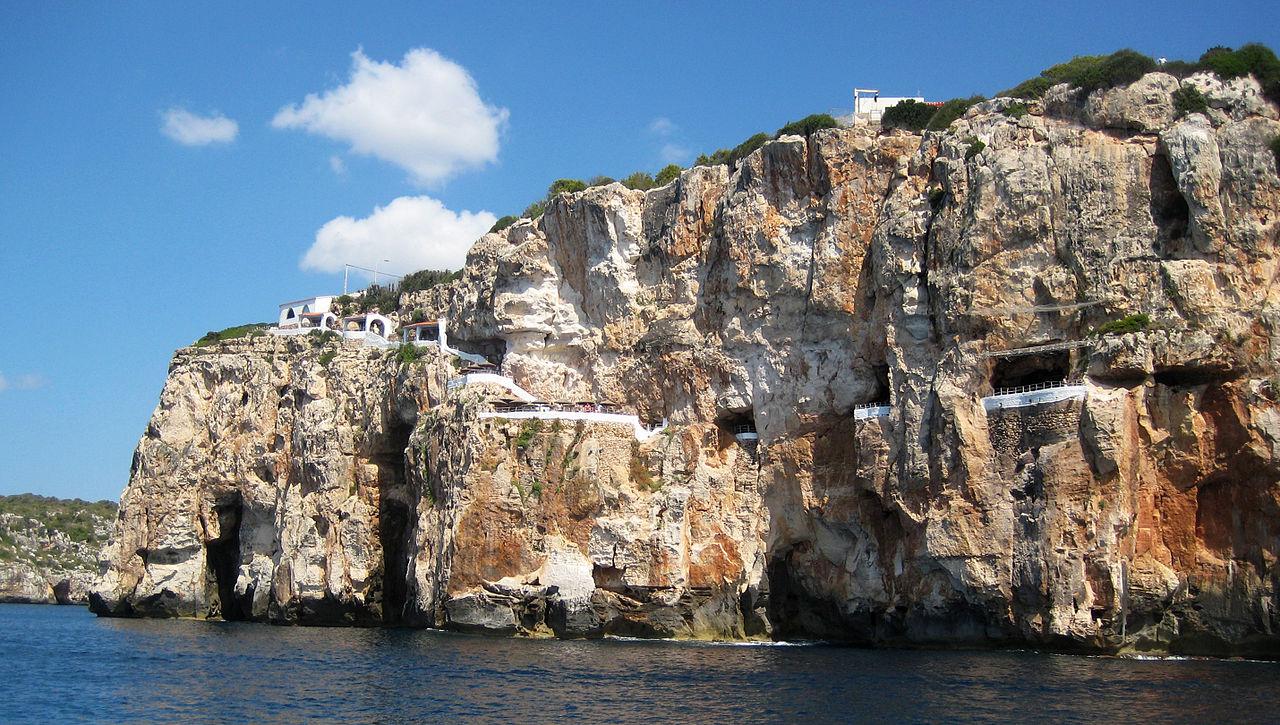 Cueva de Xoroi desde el mar, Menorca