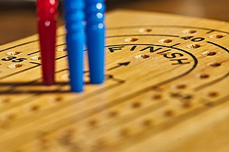 Cribbage - Image: Cribbage board with pegs 2