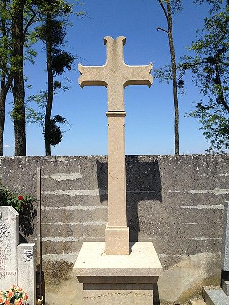 Croix du cimetière de Tramoyes.