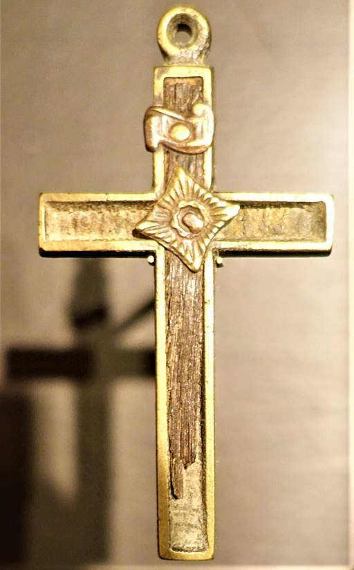 Cross from the Mission of the Guardian Angel - Chicago History Museum