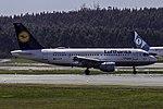 D-AILR A319 Lufthansa SCQ 02.jpg