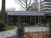 Deutsche Sporthochschule Köln, Haupteingang