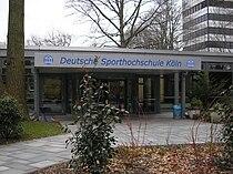 Deutsche Sporthochschule Köln, Haupteingang.jpg