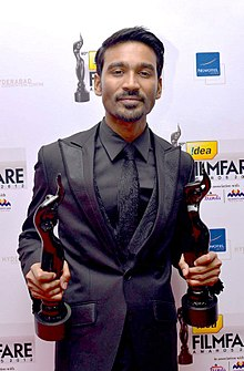 Dhanush at 60th South Filmfare Awards, 2013.jpg