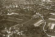 Die Schweiz von damals 1917-1937 (350 historische Flugaufnahmen von Walter Mittelholzer) - Dübendorf 1935.jpg