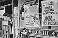 Drankenpaleis Dirk van de Broek in Amsterdam affiches goedkope drank, Bestanddeelnr 929-2300.jpg