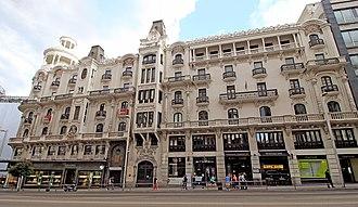 Edificio Grassy - North façade seen from Gran Vía.