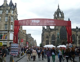 Edinburgh Festival Fringe - Entrance to the High Street, street performances.
