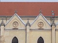 Egek Királynéja-templom, oromfal portrék, bal 3 és 4, 2018 Újpest.jpg