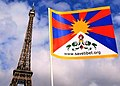 Eiffel Tower - Tour Eiffel and National Flag of Tibet 艾菲爾鐵塔與西藏 - 圖博國旗 (雪山獅子旗).jpg